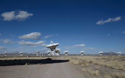 Enormer Antennenteller an der sehr großen Reihe Lizenzfreie Stockfotos