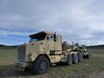 Enormer ex-Militär-LKW im Gewann stockfoto
