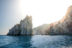 Enormer Felsen weg von Poliegos, Milos, Griechenland Stockfotos