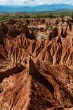 Enormer großer Sandsteinfelsen mitten in Dürre Stockbild