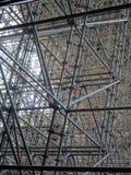 Enormes Baugerüst für eine Brücke Stockbild
