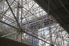 Enormes Baugerüst für eine Brücke Lizenzfreie Stockfotos