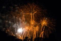 Enormes Feuerwerk im Cologne Deutschland, zum des Sommers zu feiern Lizenzfreie Stockfotografie
