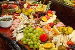 Enormes Nahrungsmittelbuffet Lizenzfreie Stockfotos