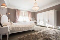 Enormes Schlafzimmer Stockfotografie