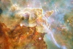 Enormt av djupt utrymme Miljarder av galaxer i universumet arkivfoton