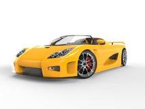 Enormt gult sportscar - studioskott Royaltyfri Fotografi