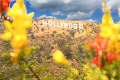 Enormt Hollywood tecken royaltyfri bild