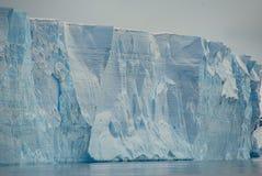 Enormt isberg i tabellform i Antarktis Arkivfoto