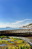 Enoshima che è visibile da un Inamuragasaki. Immagini Stock