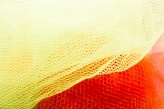 Enrede los bolsos del diverso color en un mercado foto de archivo libre de regalías