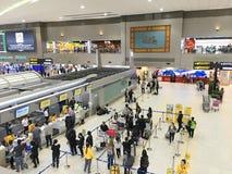 Enregistrement à l'aéroport de Don Mueang, Bangkok Images stock