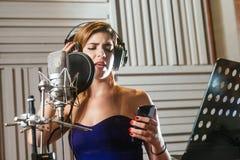 Enregistrement d'une chanson photographie stock libre de droits