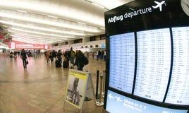 Enregistrement dans l'aéroport de Wiena - départ Photo stock