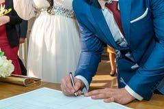 Enregistrement de signature de mariage photos stock