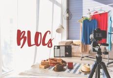 Enregistrement vidéo en appartement de blogger de mode photos stock