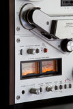 Enregistreur ouvert de platine du dérouleur de bobine de stéréo analogique Photographie stock