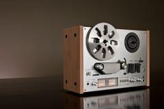 Enregistreur stéréo bobine à bobine de platine du dérouleur de cru Photographie stock libre de droits