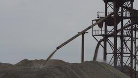 Enrichissement du sable dû à son lavage pour l'industrie du verre banque de vidéos