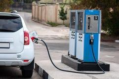 Enriqueça e lubrifique o combustível de gás do enchimento fotografia de stock royalty free
