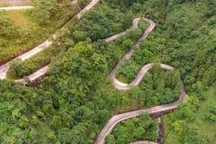 enrolamento e estrada das curvas no parque nacional da montanha de Tianmen, Hunan Imagem de Stock Royalty Free