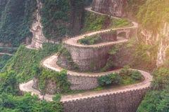 enrolamento e estrada das curvas no parque nacional da montanha de Tianmen, Hunan Imagens de Stock