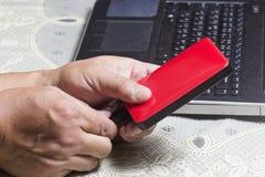 Enrole o cabo de USB no disco rígido externo vermelho Imagens de Stock Royalty Free