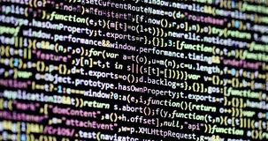 Enrollamiento abajo de código de programa en la pantalla de ordenador metrajes