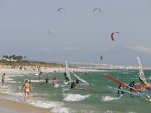 Enrolle practicar surf Foto de archivo libre de regalías
