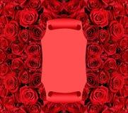 Enrolle sobre fondo de las rosas rojas Fotos de archivo