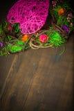 Enrruelle en una forma del corazón hecha de hierba Fotografía de archivo