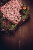 Enrruelle en una forma del corazón hecha de hierba Imágenes de archivo libres de regalías