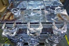 Ensaca a fábrica na tela de prata empilhada Fotografia de Stock
