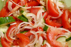 Ensalada acabada del pepino-tomate Fotos de archivo