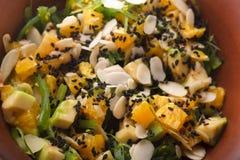 Ensalada asiática fresca original con las frutas y verduras, Imagen de archivo