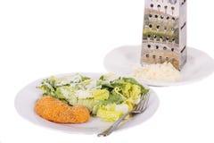 Ensalada César con el pollo y el queso parmesano rallado Foto de archivo libre de regalías