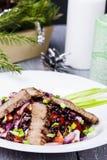 Ensalada con carne de vaca y arroz negro Foto de archivo libre de regalías