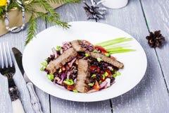 Ensalada con carne de vaca y arroz negro Fotografía de archivo