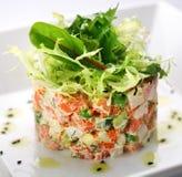 Ensalada con los salmones, el caviar y el arugula imagen de archivo