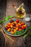 Ensalada con los tomates coloridos frescos fotografía de archivo libre de regalías