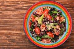 Ensalada de atún con las habas y los tomates de cereza Imagen de archivo libre de regalías