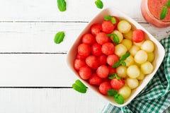 Ensalada de fruta colorida Ensalada de la sandía y del melón foto de archivo