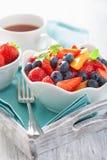 Ensalada de fruta con el albaricoque del arándano de la fresa Foto de archivo libre de regalías