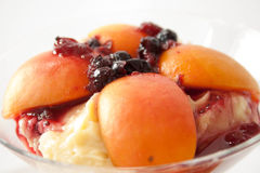 Ensalada de fruta con los albaricoques Fotografía de archivo libre de regalías