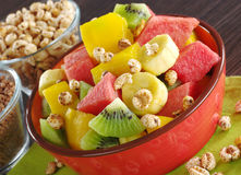 Ensalada de fruta con los cereales Foto de archivo