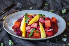 Ensalada de fruta deliciosa fotos de archivo