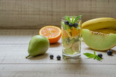 Ensalada de fruta en el vidrio Imagen de archivo libre de regalías