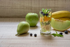 Ensalada de fruta en el vidrio Fotografía de archivo