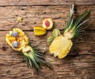 Ensalada de fruta en piña fotografía de archivo libre de regalías