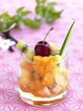 Ensalada de fruta en un vidrio Imagenes de archivo